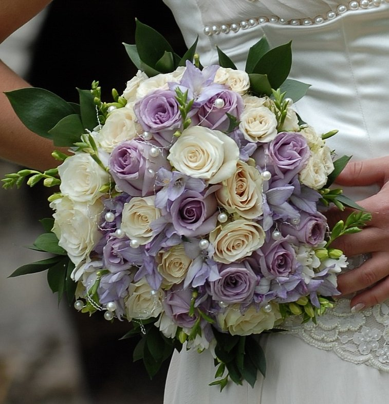 Свадебные букеты из сиреневых роз