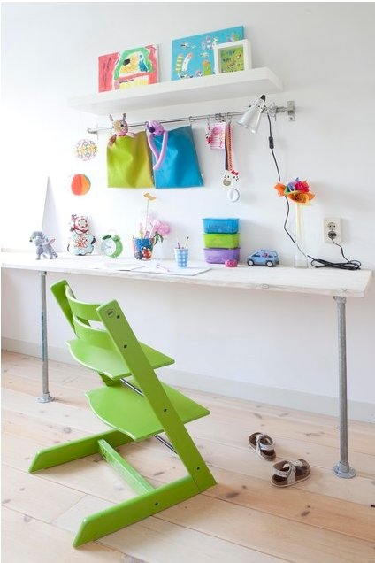 Мы представим вам практические рекомендации дизайнеров и специалистов по эргономике, которые помогут максимально обустроить рабочее место для школьника даже в малогабаритной квартире