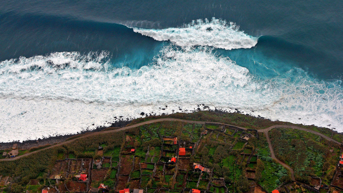 самое большое в мире цунами фото