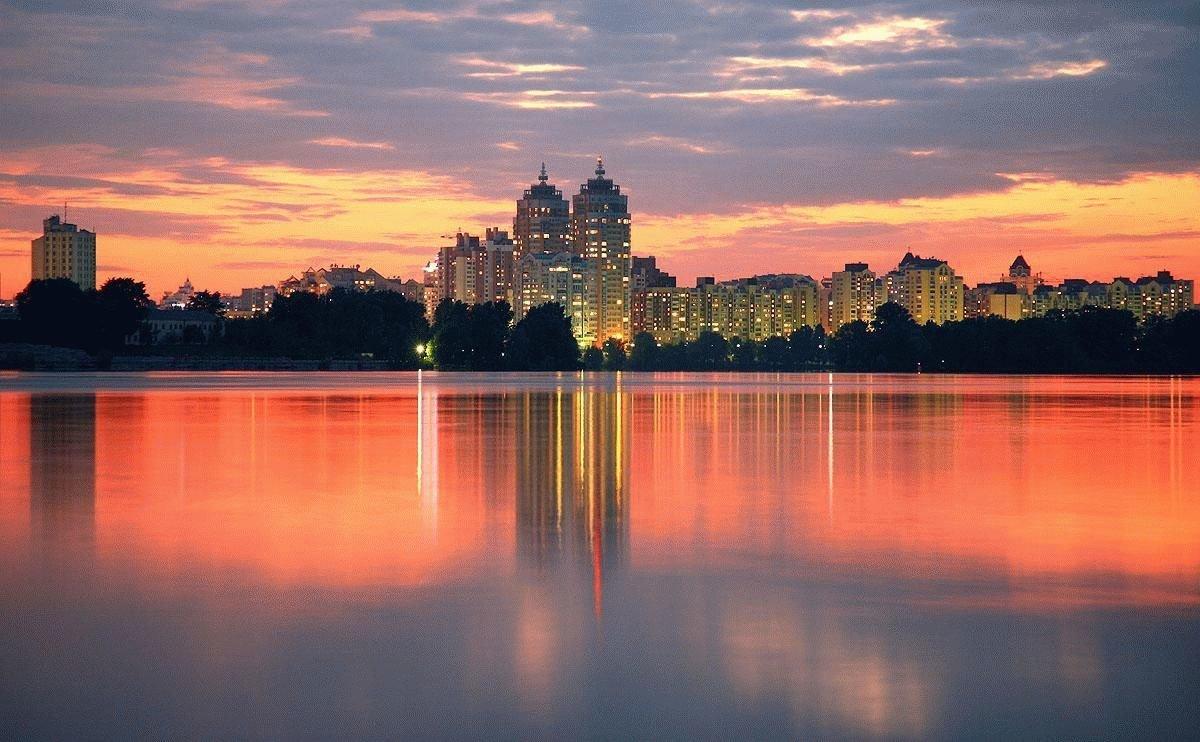 Летний вечер в городе картинка