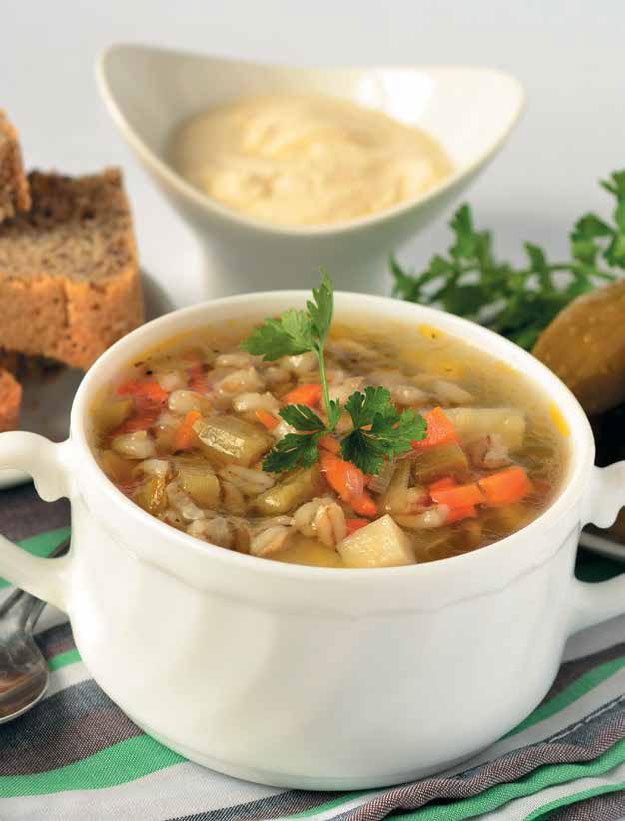 Перловка очень хорошо сочетается с разнообразными супами, и кавказское первое блюдо к обеду — не исключение.