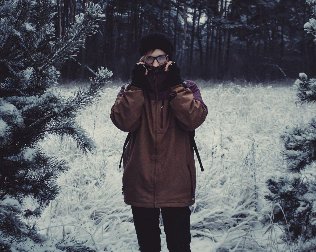 фото мужчина зимой в лесу питаются исключительно кровью