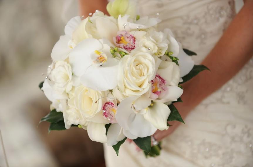 Почтой, заказ букета невесты из роз и орхидей