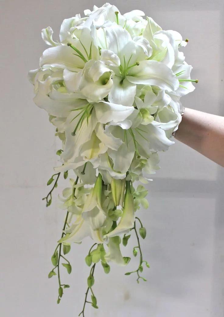 Купить рено, букет невесты лилиями