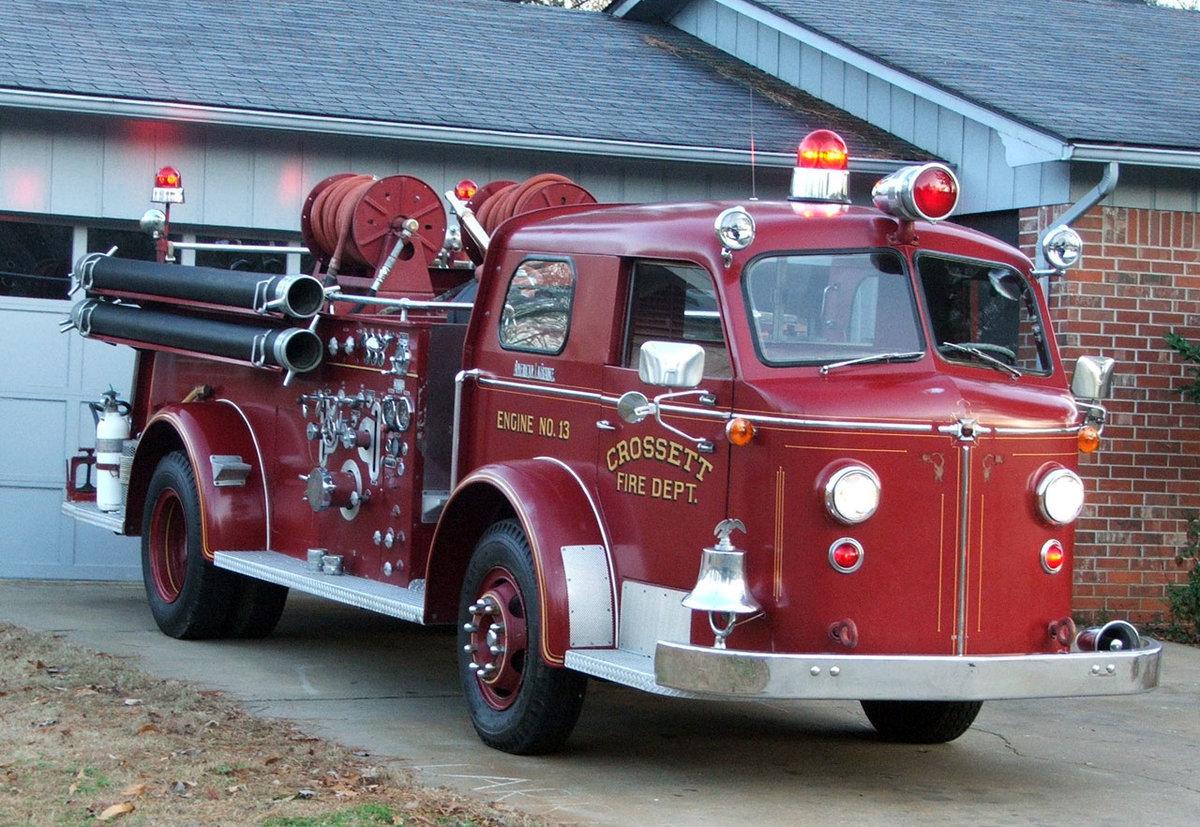картинка старинных пожарных машин привлекают сотни туристов