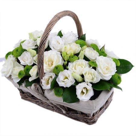 Композиция букета в корзине, букет цветов подарок на свадьбу