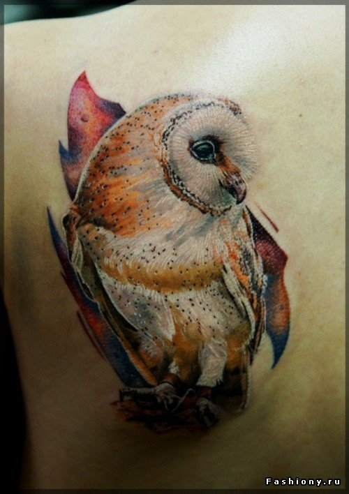 Татуировка сова на лопатке
