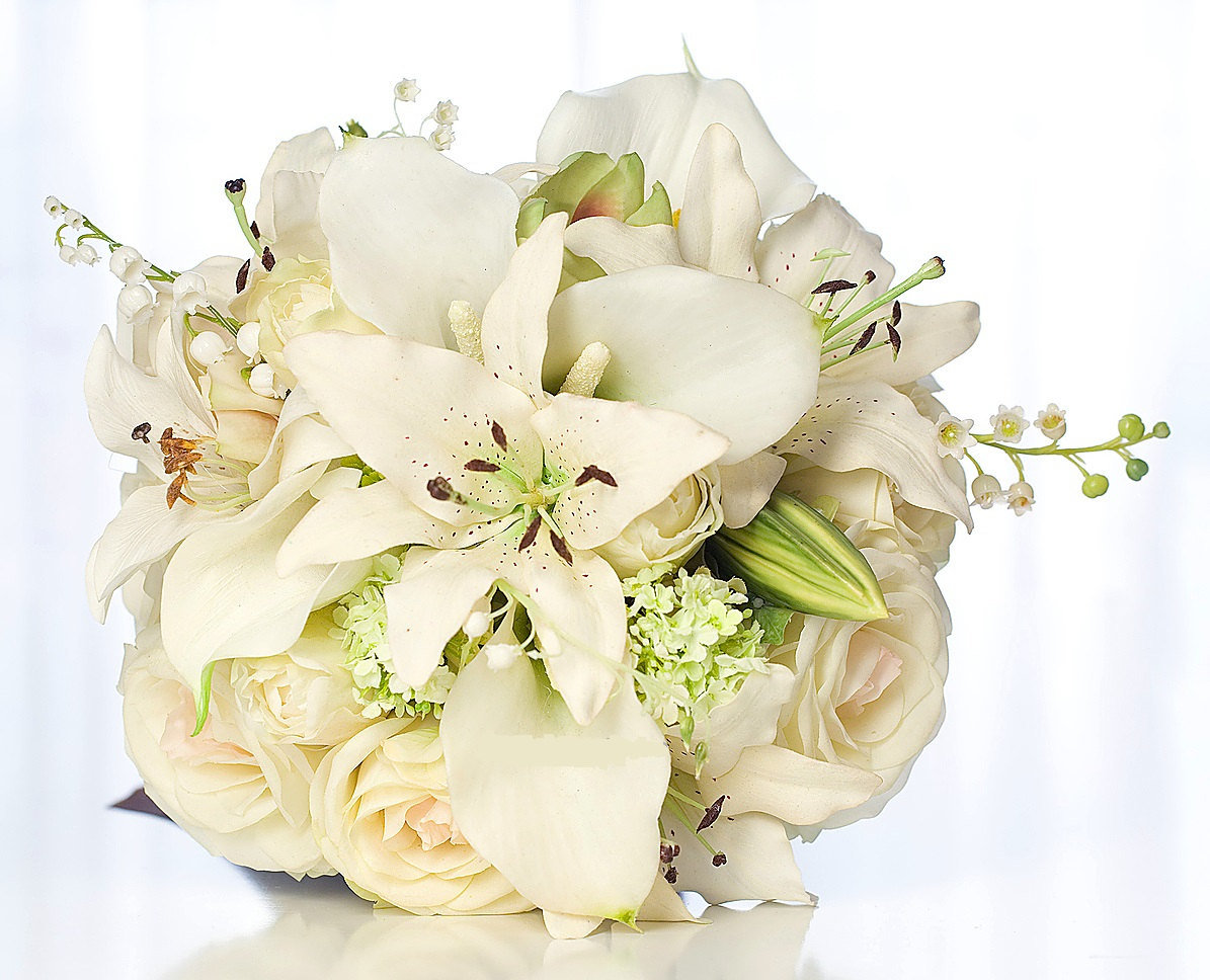 Букет невесты из лилий и роз, доставкой цветов через