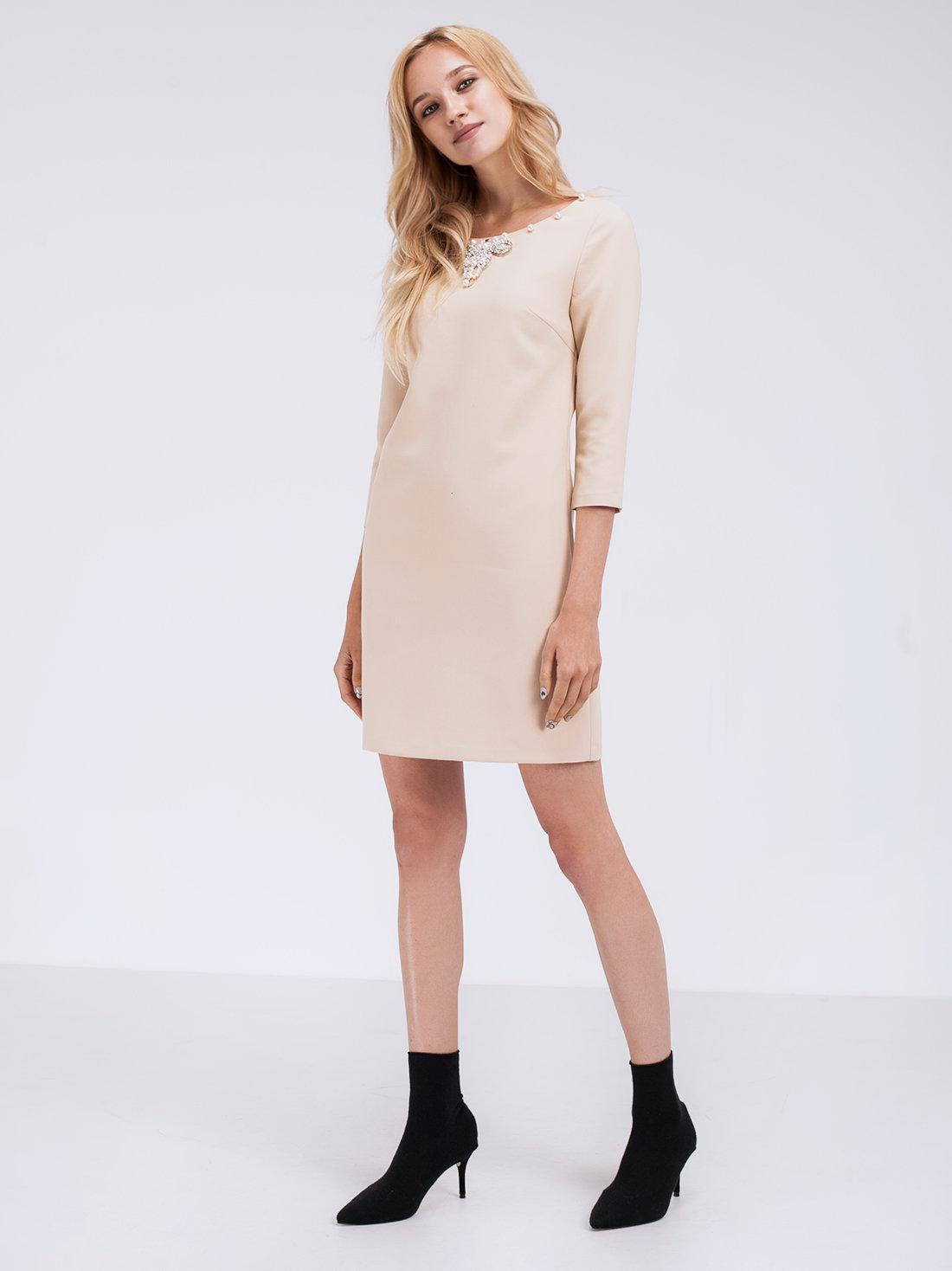 Платье с декоративным элементом LIME. Платье мини A-силуэта. Вырез лодочка  с декоративной 9d3845b7777