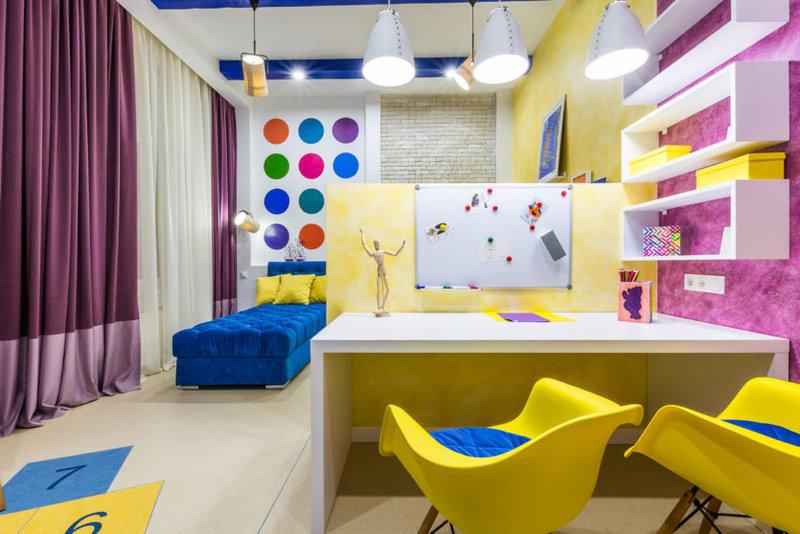 Что бы выполнить правильное зонирование детской комнаты, предлагаем посмотреть фото примеры у нас на сайте. Интересные секреты от дизайнеров и не только.