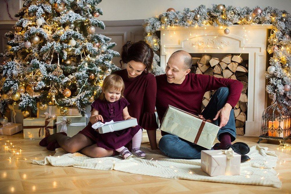 добавляет, что как фотографировать семью дома на новый год его великие, ужасные