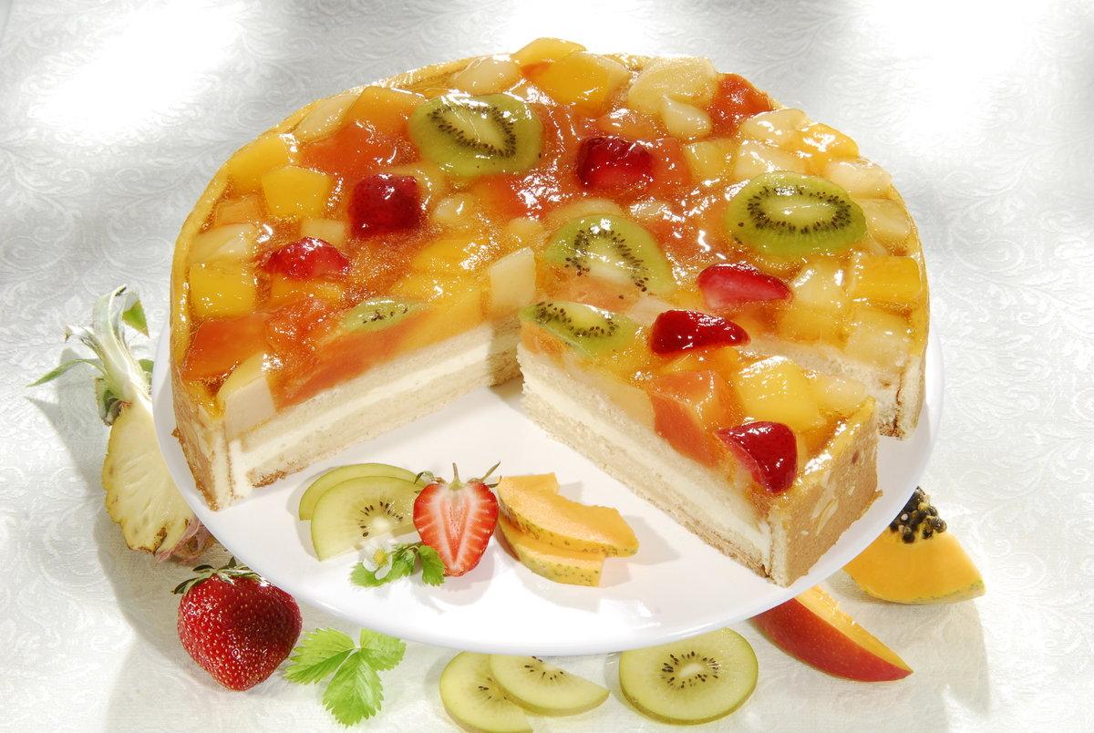 Торт без выпечки с фруктами, йогуртом, желе, сливочного масла, йогурта, быстрорастворимого желатина, пакетика желе, воды, фрукты.