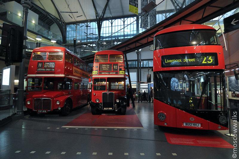 Крутейшая експозиция в Лондонском музее транспорта - два старых автобуса и новый, экспериментальный, еще не выпущенный на улицы.