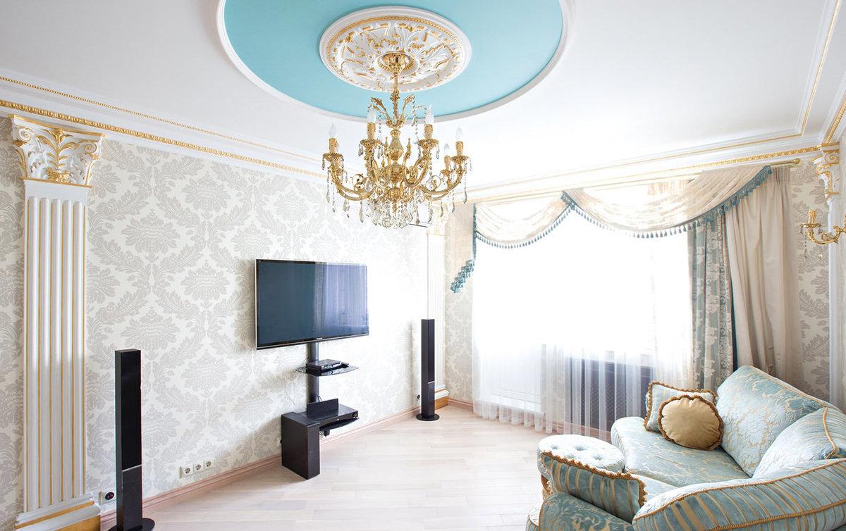 Обои в интерьере гостиной в классическом стиле