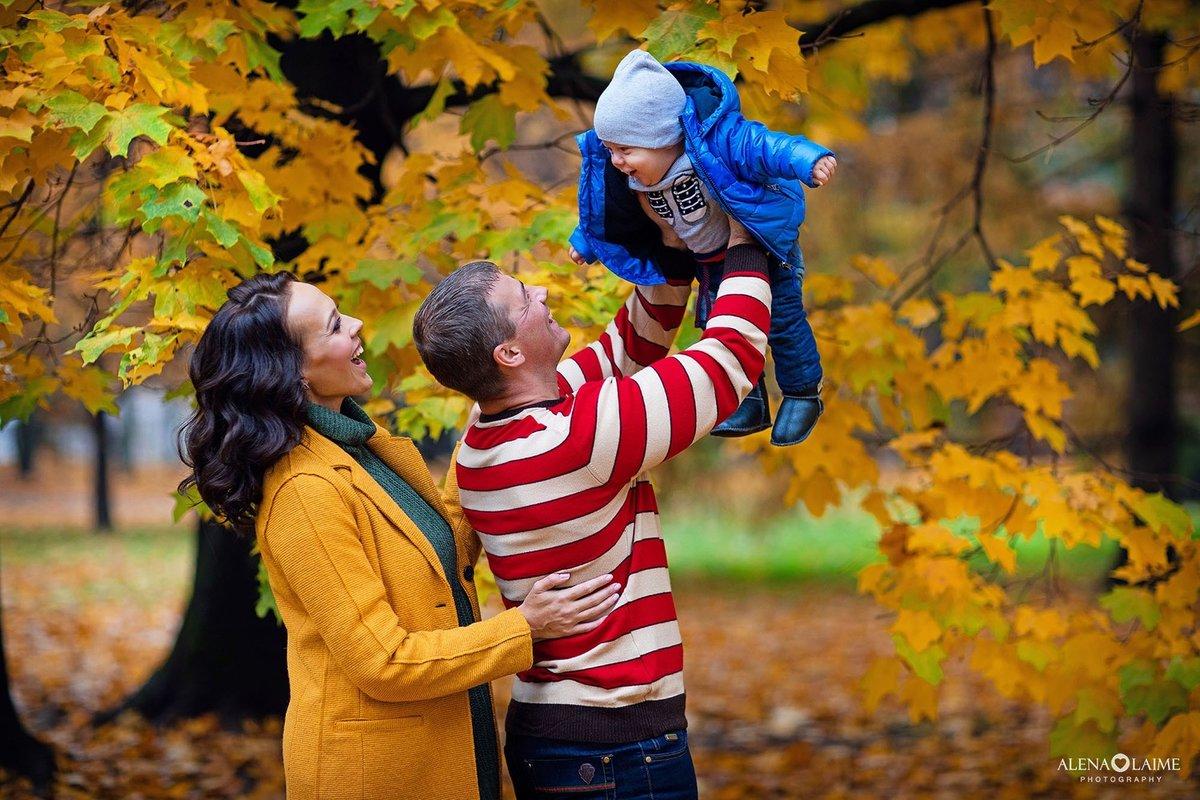 осенние фото в лесу семьей выкладывает изображения