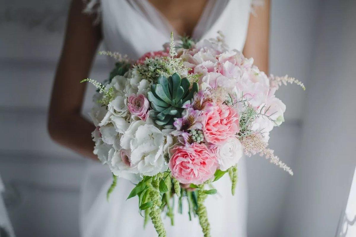 Цветов, пышный свадебный букет
