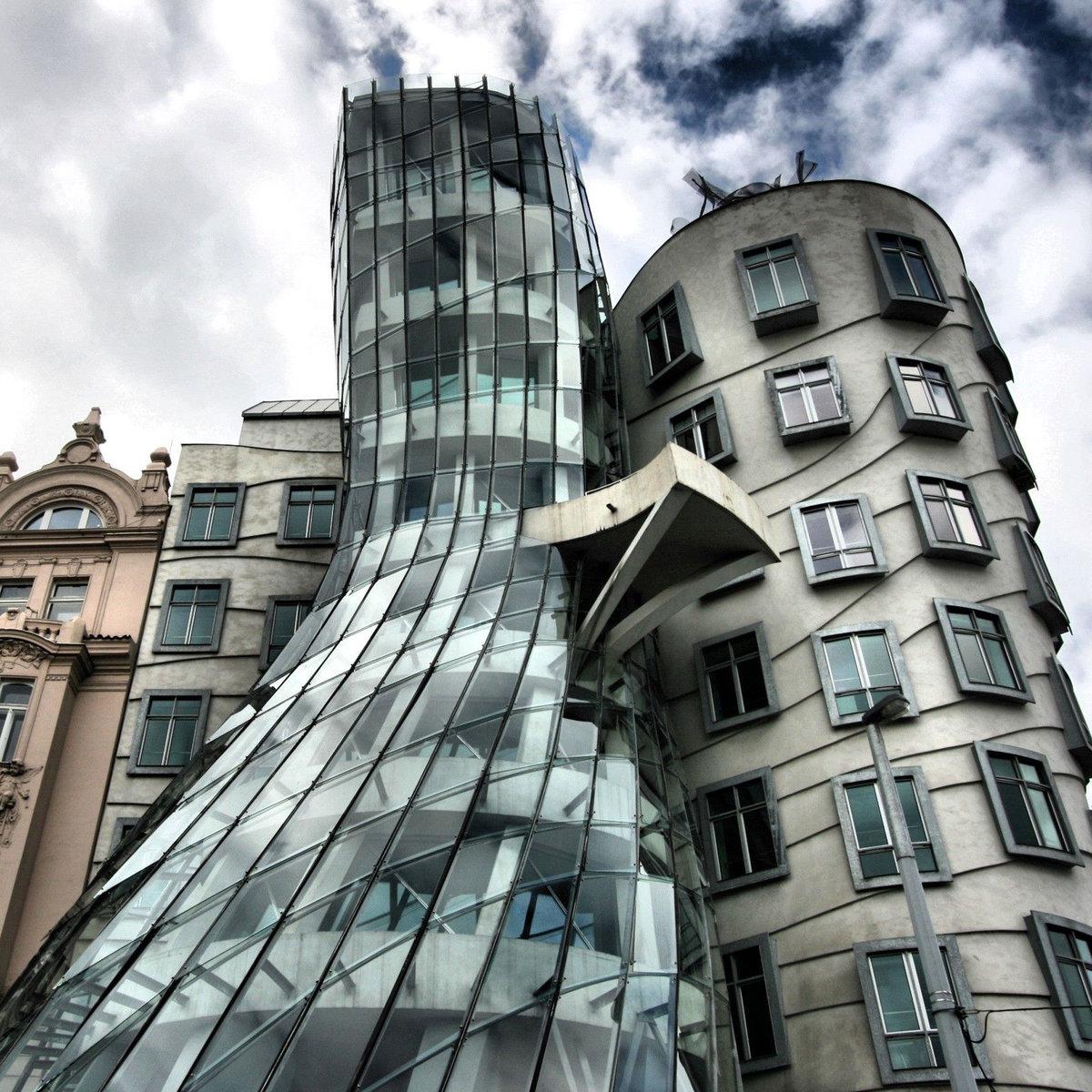 другом листке фотография интересного здания или архитектуры здание