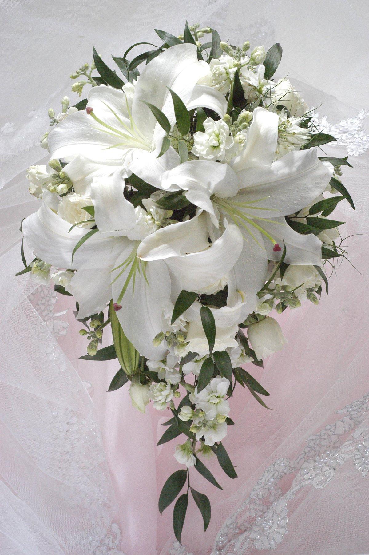 Букет, букет невесты лилиями