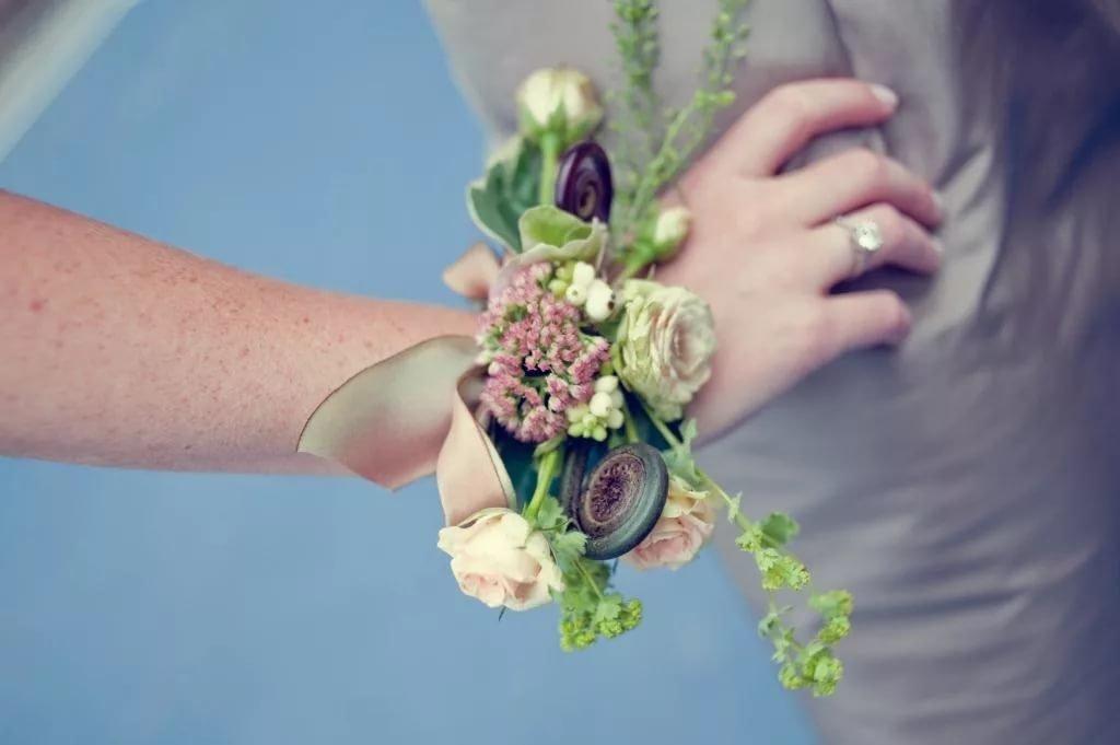 Живые цветы на руку купить киев недорого, цветов