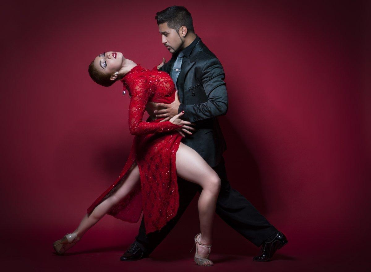 искренне красивая пара в танце картинка будет большим
