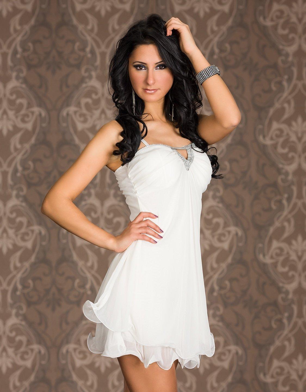 4f19e2a1cc7 Короткое белое вечернее платье с тонкими бретелями и украшением ...