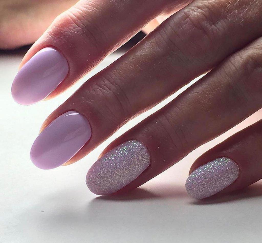 Если длинные овальные ногти вам нравятся, да вот в связи с домашними делами, либо родом деятельности ногтевая пластина часто ломается и слоится, советуем сделать модные овальные ногти короткой длины, для которых найдется уйма шикарных идей маникюра на любой вкус.