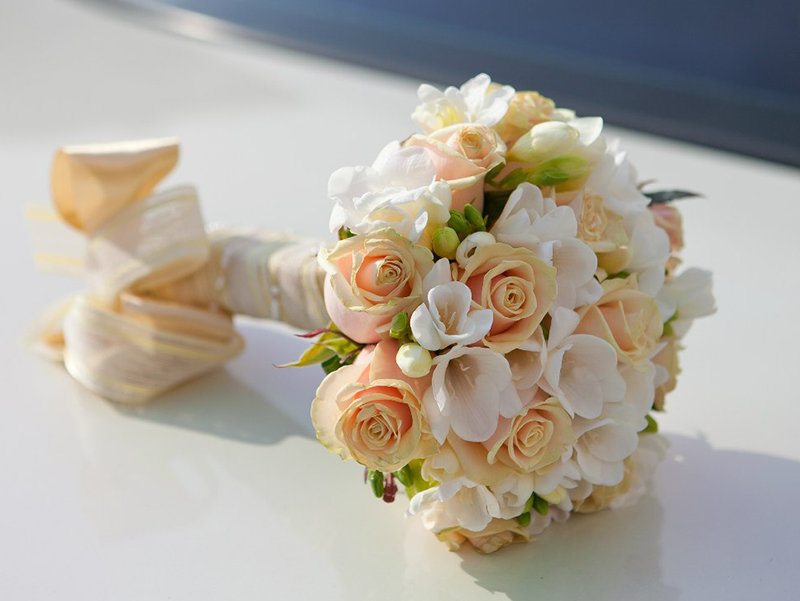 Букет французской, букет невесты из роз и фрезий фото