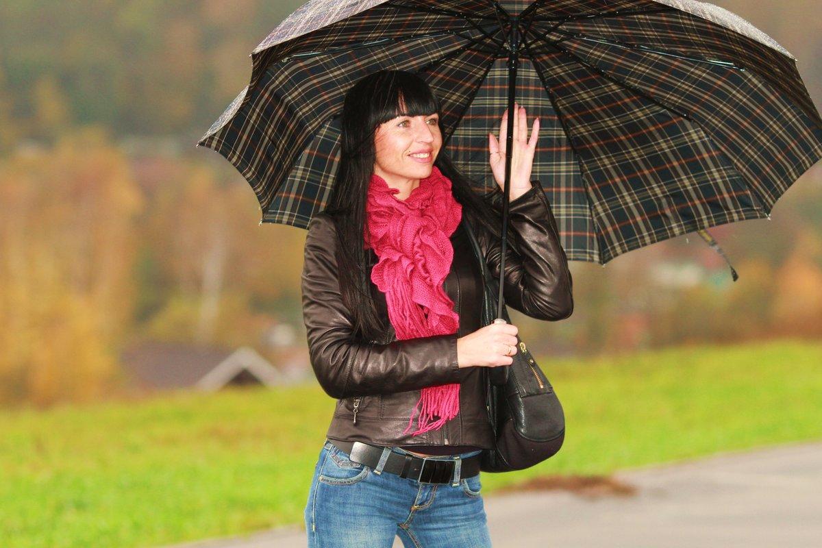 Девушка под зонтом фото