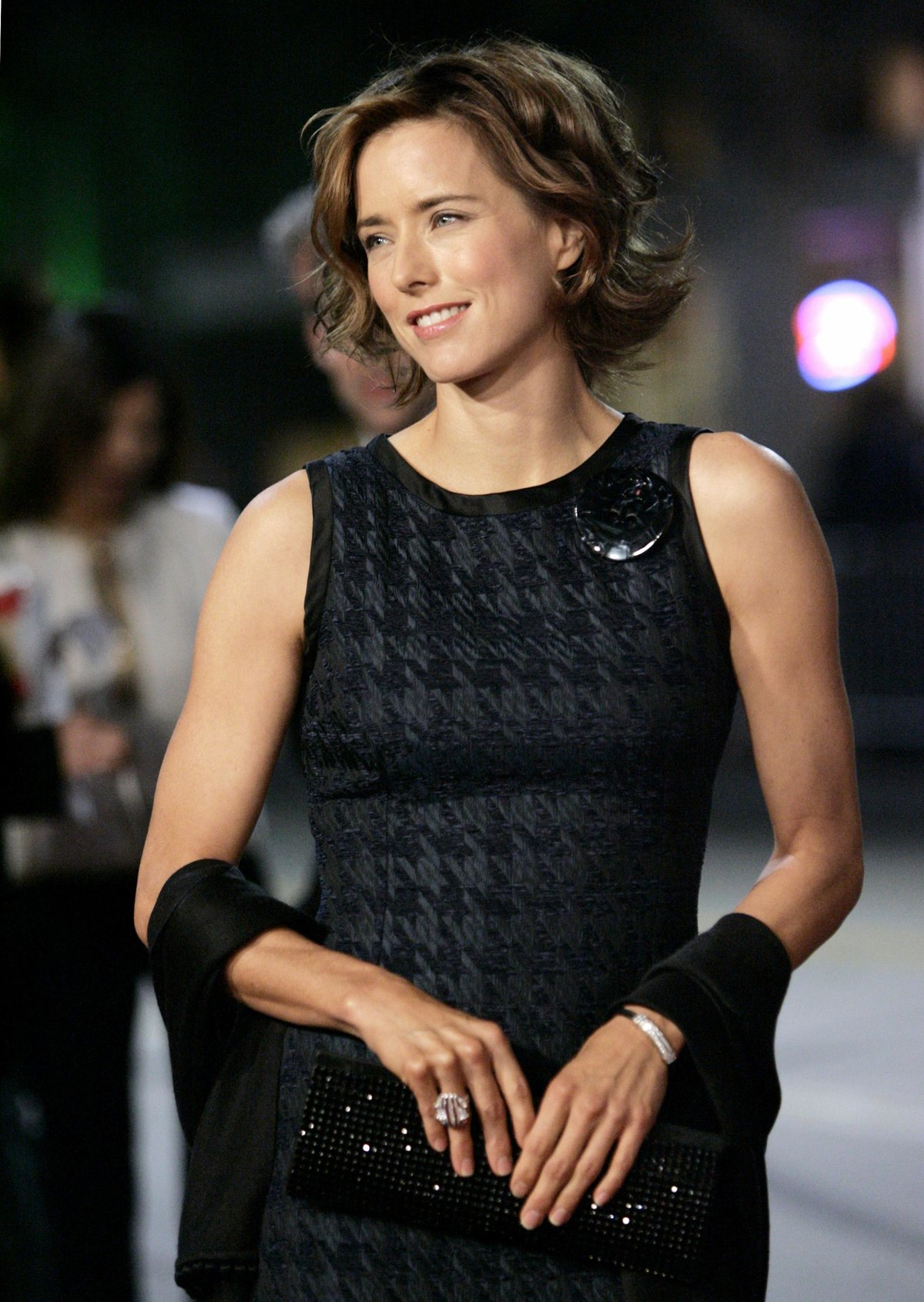 tea-leoni-black-miniskirt
