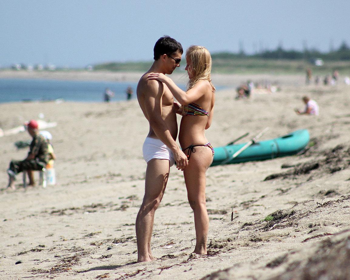 Смотреть секс на пляже, Трахнул на пляже -видео. Смотреть Трахнул на 14 фотография