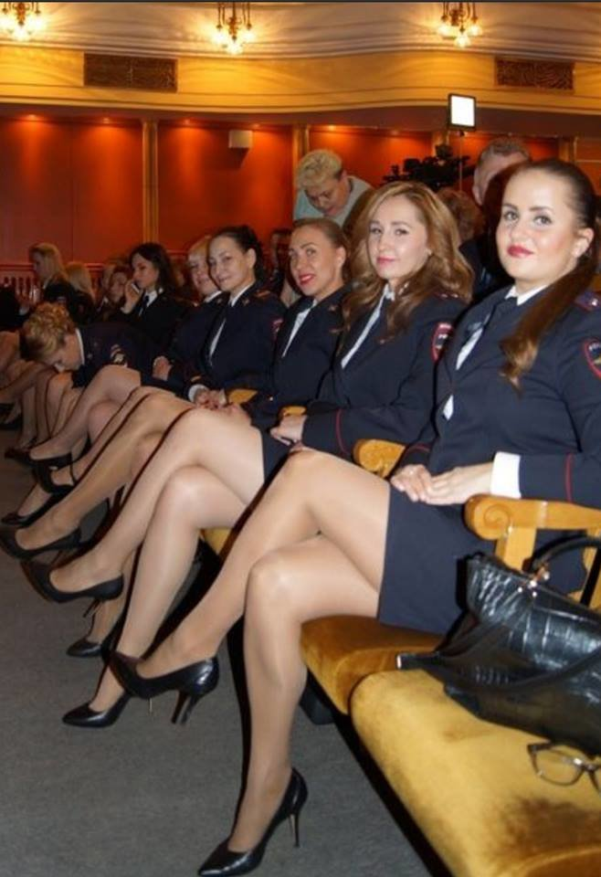 uslugoy-bandazh-foto-seksualnih-militsionersh-chernie-stroynie