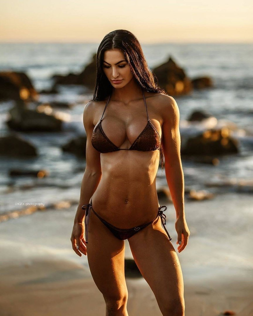 Topless fitness babe — photo 3