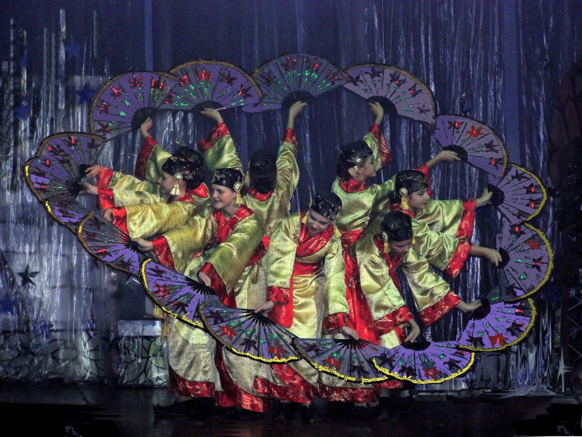 китаянки танец с веерами картинки