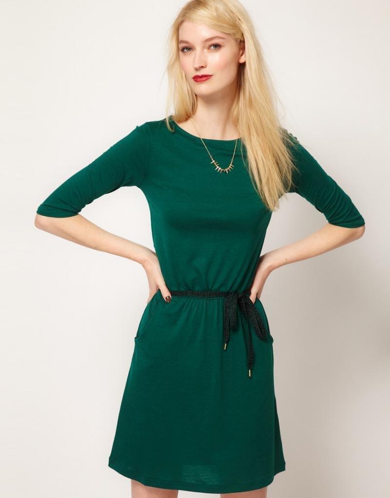 говорит чем можно украсить зеленое платье фото военнослужащий