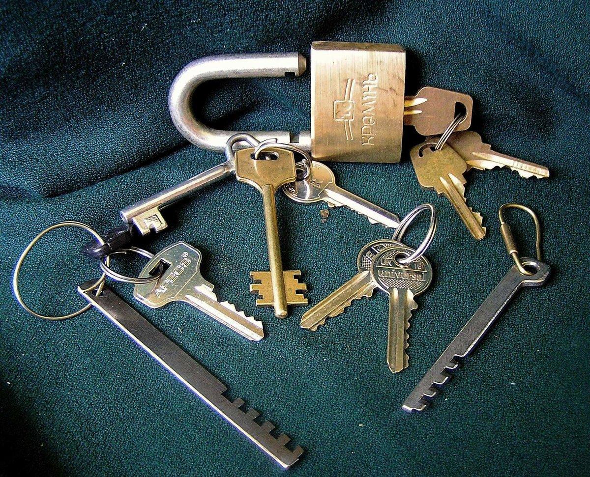 ключи для замка картинка германии день, завтра