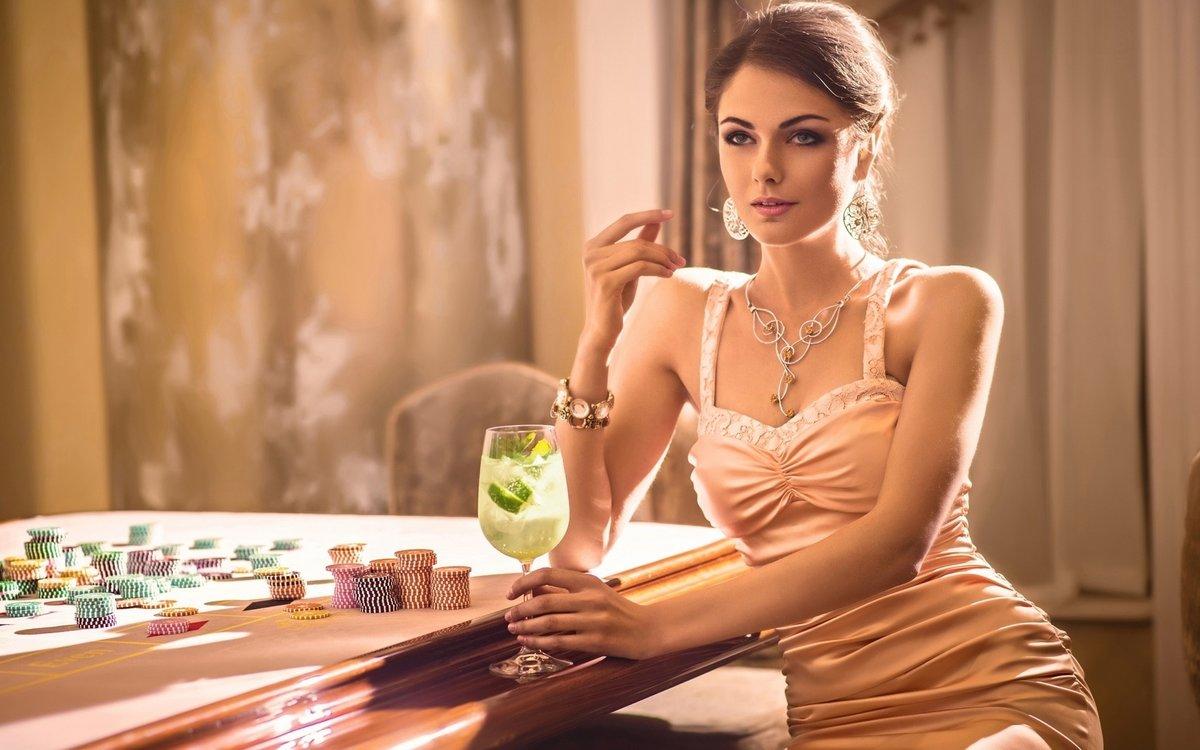 Фото состоятельных леди, где можно посмотреть порно ролики домашнюю коллекцию