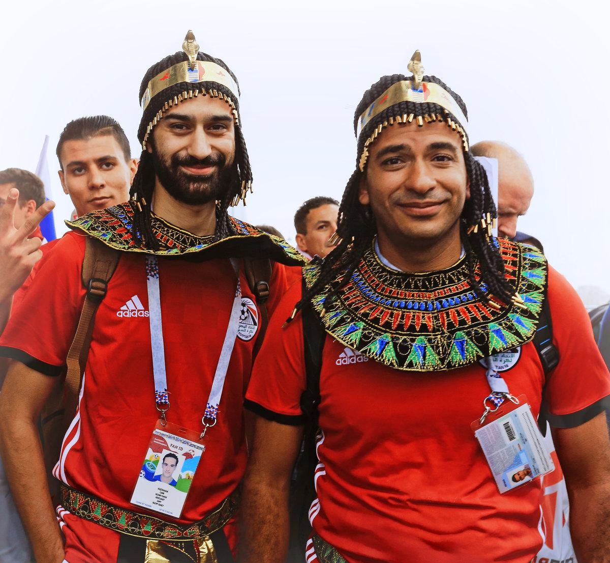 Портрет болельщиков команды Египта. Смущенные и немного грустные улыбки, как будто предчувствовали что-то...