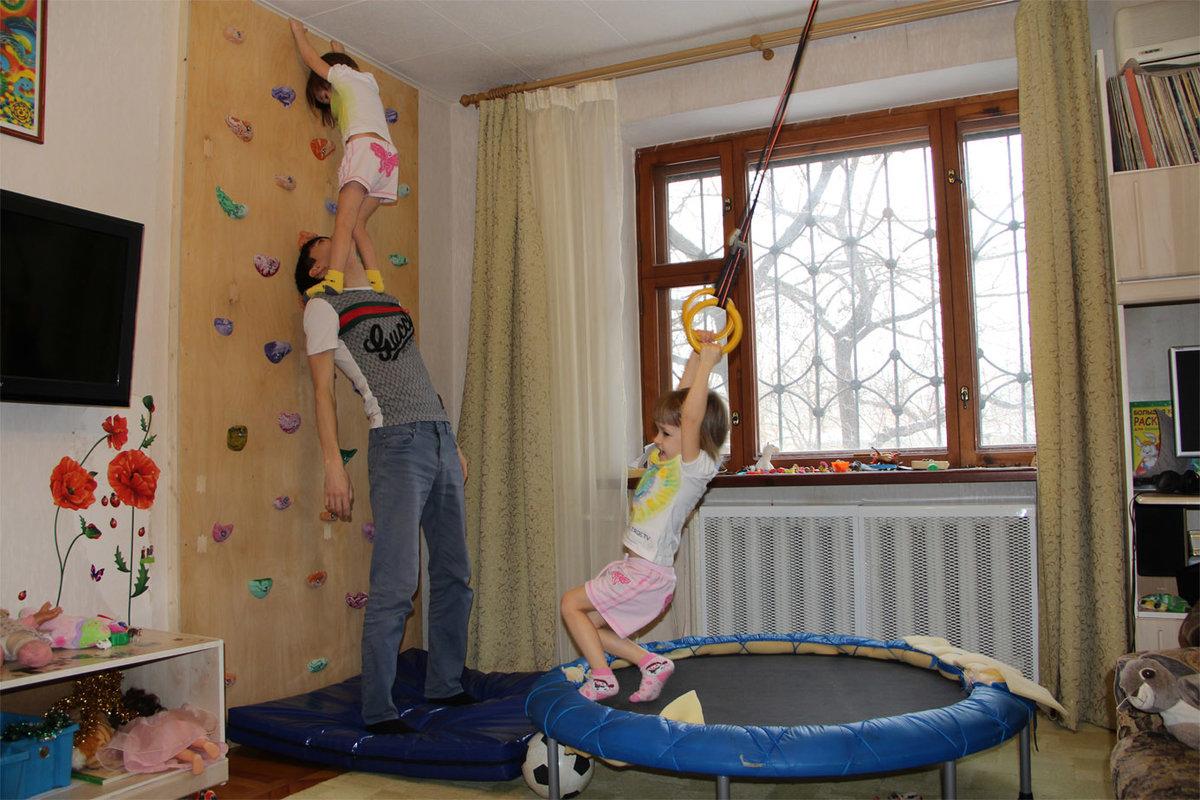 Какими преимуществами обладает детский скалодром для дома?