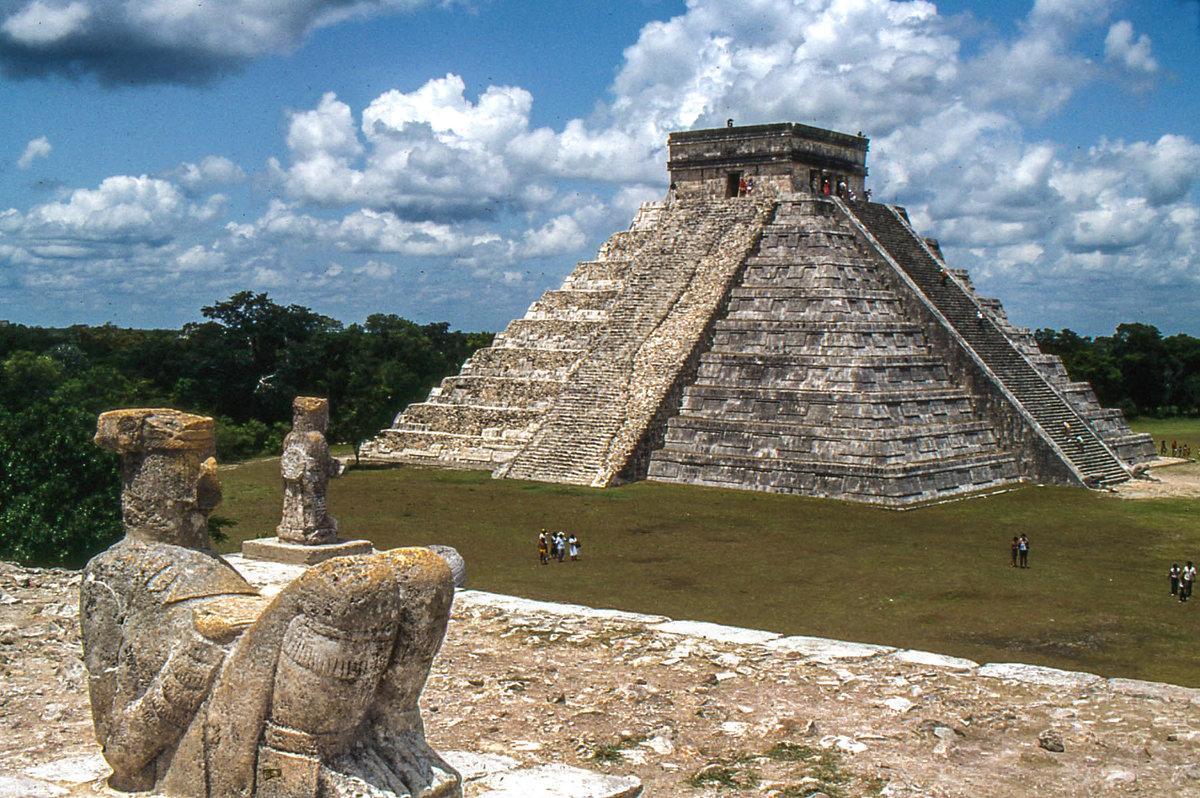 основное внимание фотографии пирамиды майя рядом располагаются