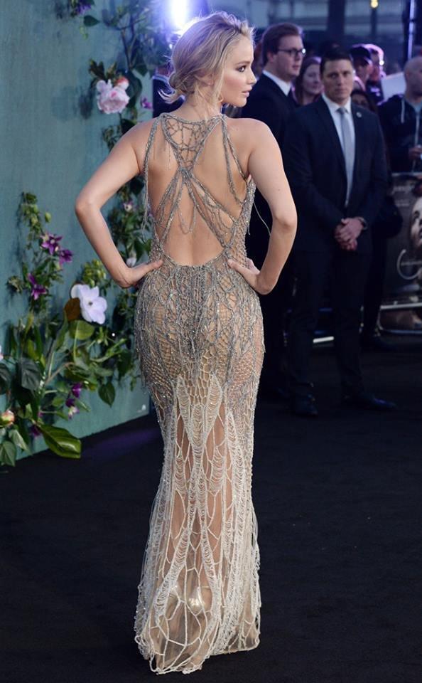 смотреть видео актрисы в прозрачном платье - 3