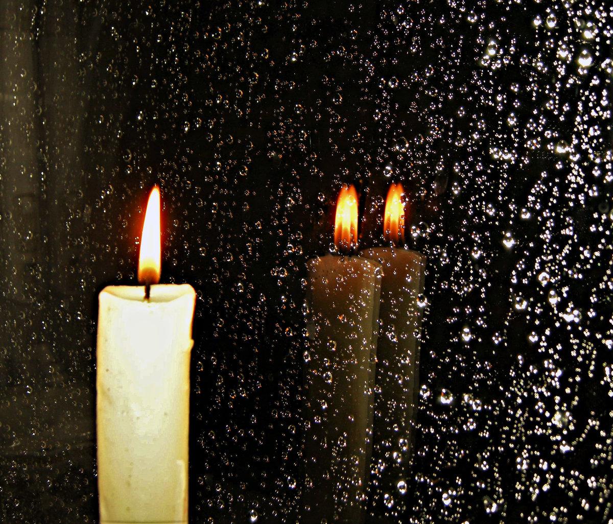 Свеча в ночи картинка