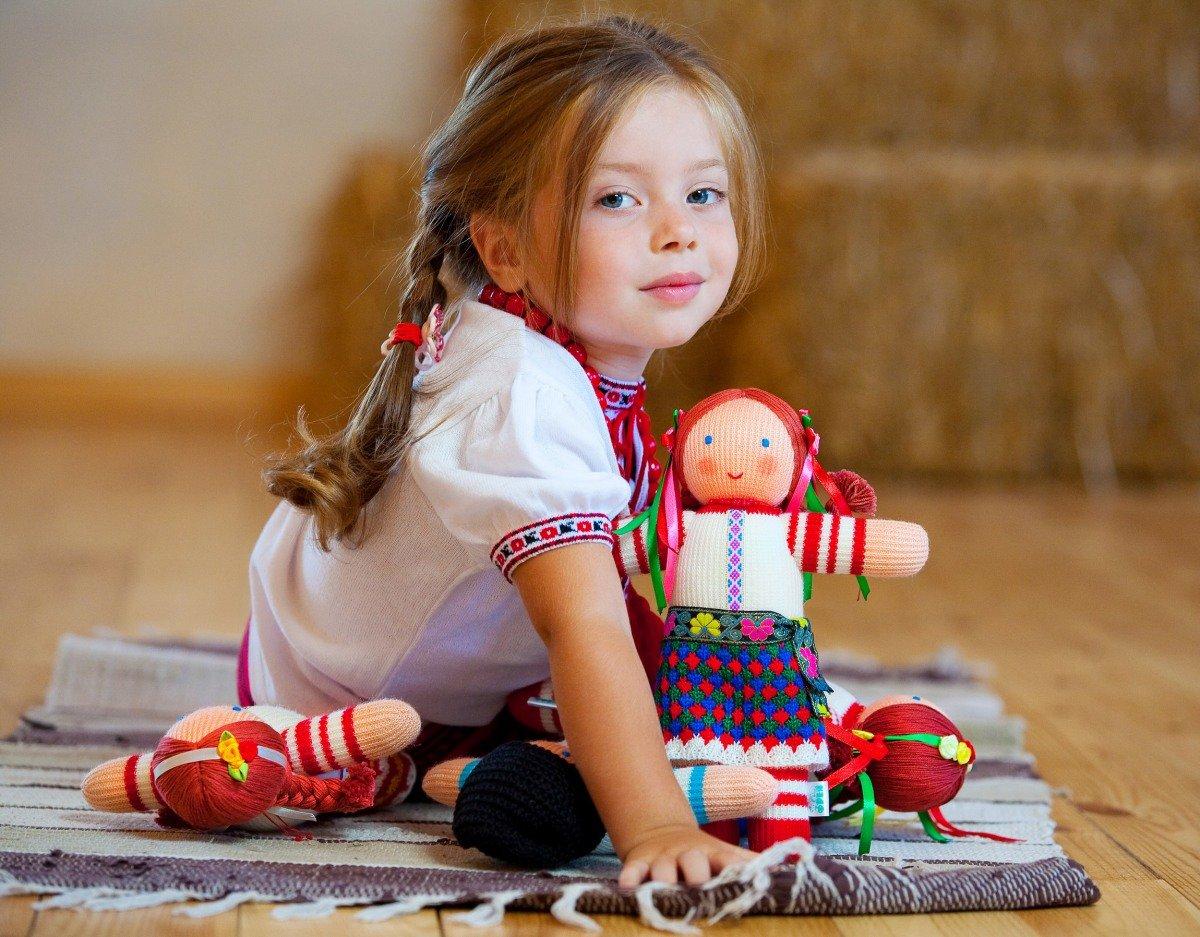 Картинки детские девочка с куклой
