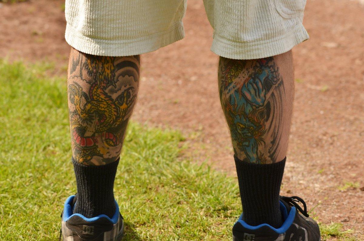 тяжело два тату на ноге мужские фото эскизы цветные компоновка позволяет