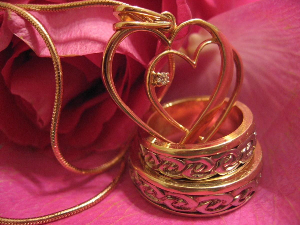 материалом при картинки кольца и сердечки хранении