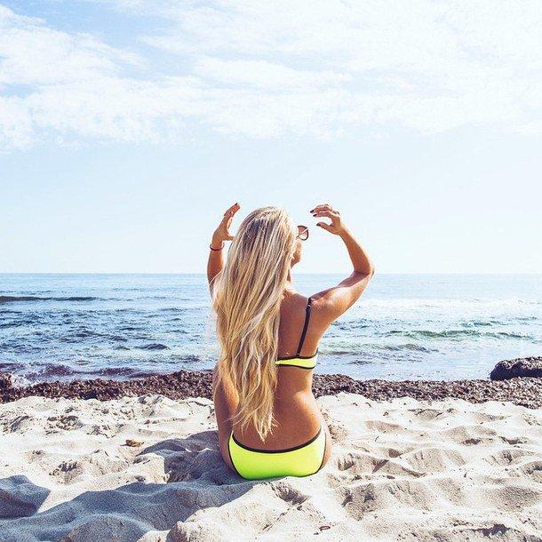 Фото блондинок на пляже, девчонки заглатывают член с яйцом