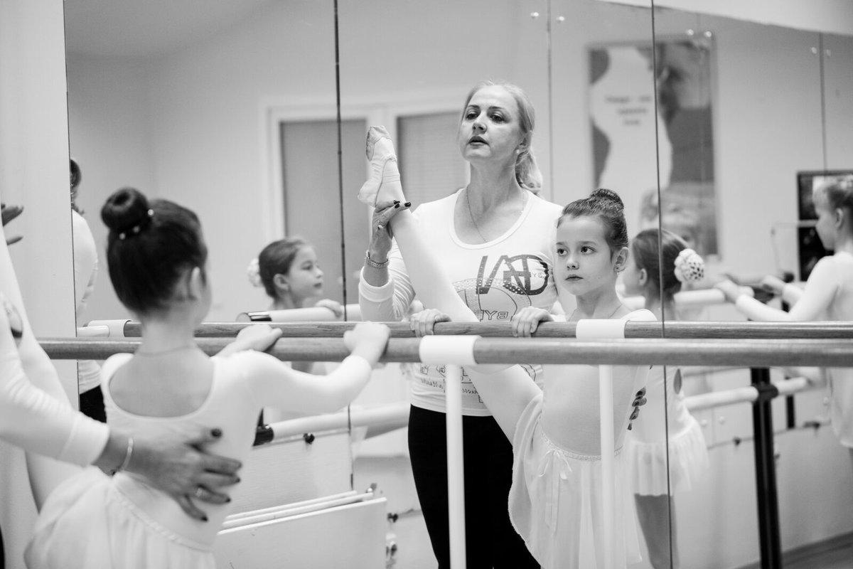 Современные танцы современные детские танцы — это экспрессия, взрыв эмоций, чувственности и самовыражения.
