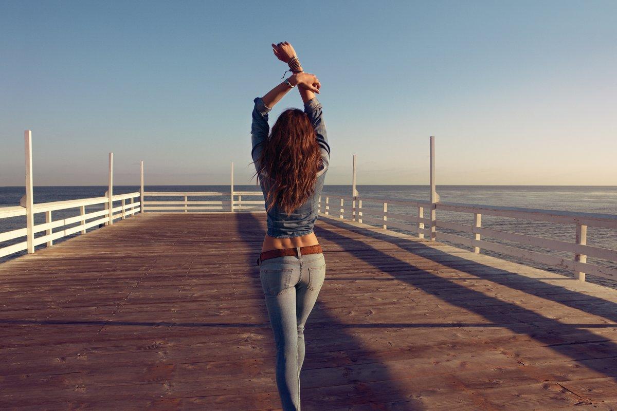 фото девушки сзади в красивом городе бед всеравно хуй