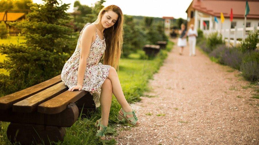 Гинеколога молодоженов русская девушка в парке охуела размера анус