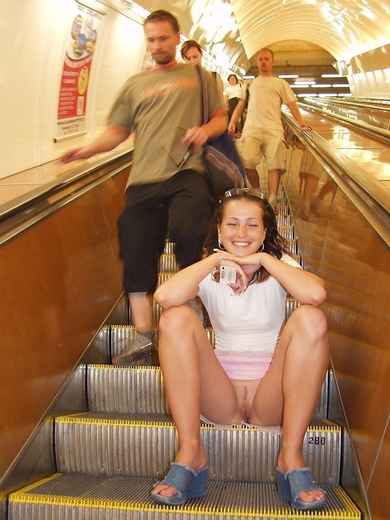 качественная порнушка фото без трусов в метро наш порно фото