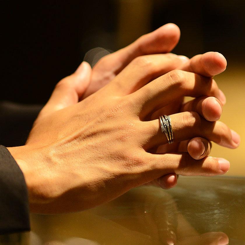 кольца на руках мужчин фото тут повод